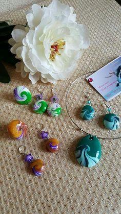Conjuntos unicos de pendientes , anillos y gargantilla, hechos con arcilla polimerica.