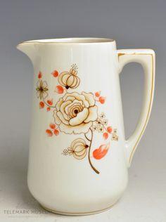 Liten mugge - melkemugge - av porselen.  Porsgrund Porselen Dekor: Overføringsbilde  Produksjonsår: 1924-1931
