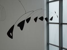 Alexander Calder, Lobster Trap and Fish Tail, 1939, steel wire and sheet aluminum