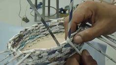 cestaria com jornal MODULO 5 Newspaper Art, Papercrete, Art N Craft, Crafts, Youtube, Paper Basket, Newspaper Basket, Round Tablecloth, Basket Weaving