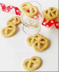 Le Torte di Antonella Cacossa e non solo...: Biscotti pretzel al pistacchio