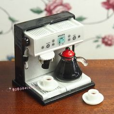 Dollhouse Miniature Cozinha metal Expresso Coffee Machine com Café