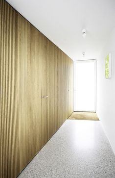 Wooden wall with terrazzo floor. House NMS by Belgian office Dierendonck - Blancke Architecten. Terrazzo Flooring, Concrete Floors, Architecture Details, Interior Architecture, Inspiration Wand, Office Ceiling, Polished Concrete, Wooden Walls, Wood Paneling