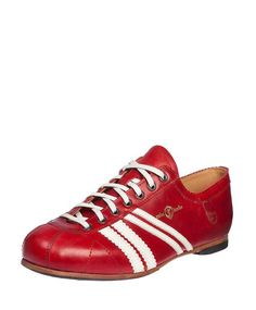 Discover our iconic sneakers with double stripes and timeless Urban Classic shoes made of the finest leathers. Der Club, Online Shopping For Women, Leather Sneakers, Berlin, Adidas Sneakers, Boots, Shoe, Shoe Polish, Leather