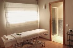 ¿Un poco de relax? Camilla de masajes en este #Balneario en venta en Pozuelo de Alarcón, Madrid.  http://rem.ax/18hJt0D ¡Un lujo! #Chalet en Venta perfectamente equipado para su uso como Balneario: piscinas climatizadas con chorros de agua jet, pediluvio, duchas bitérmicas, terma, ducha vichy además de tumbonas térmicas...