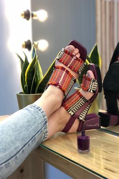Purple bubble 💜 #eurekashoes #eurekalovers #madeinportugal #handmadeinportugal #instadaily #shoelover #shoeaddicts #shoegram #instafashion #picoftheday #fashionisfun #lifestyle #stylegoals #purple #womanshoes #purplestyle Eureka Shoes, Purple Fashion, E Design, Heeled Mules, Bubble, Pop, Lifestyle, Heels, Color