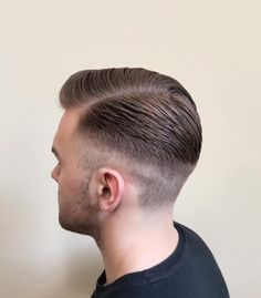 The gentleman haircut is a classic men's haircut, compared to the olden days, where only a few haircuts like the comb over and the side part were considered to be Gentlemen's hairstyles. Top Hairstyles For Men, Side Part Hairstyles, Classic Hairstyles, Undercut Hairstyles, Haircuts For Men, Men's Haircuts, Top Fade Haircut, Side Part Haircut, Kinds Of Haircut