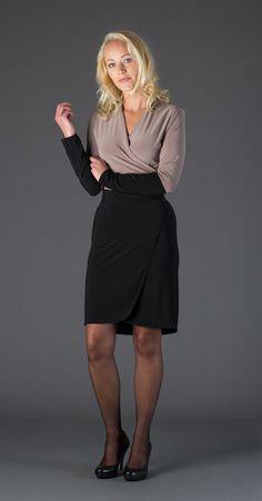 wikkeljurkje taupe/zwart in soepele stretch stof