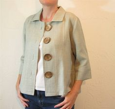 Linen Jacket - Fog Green with Coconut Buttons and Pockets Mode Outfits, Chic Outfits, Fashion Outfits, Mode Mantel, Linen Jackets, Blouse Dress, Sewing Clothes, Blouse Designs, Trending Outfits