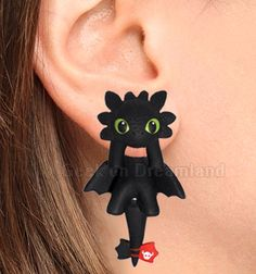 Toothless How To Train Your Dragon Handmade Clinging Earrings by GeekonDreamland on Etsy https://www.etsy.com/listing/222609208/toothless-how-to-train-your-dragon