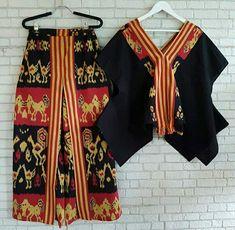 new Ideas how to wear a scarf around your neck twists Batik Fashion, Fashion Fabric, Skirt Fashion, Blouse Batik, Batik Dress, Batik Kebaya, How To Wear Scarves, International Fashion, Simple Dresses