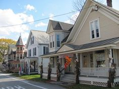 The 10 Most Beautiful Towns in Vermont...Hope to settle in one of these one day...if I can't make it abroad that is ;-)