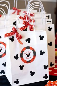 Minnie mouse Goody bags for her friends! Festa Mickey Baby, Theme Mickey, Minnie Mouse Theme Party, Fiesta Mickey Mouse, Mickey Mouse First Birthday, Mickey Mouse Parties, Mickey Party, Mickey Mouse Clubhouse, Mickey Minnie Mouse