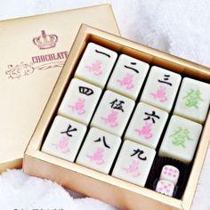Creative mahjong-shped chocolate