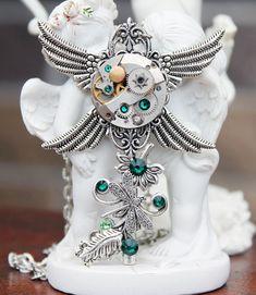 Steampunk - Steampunk key necklace with swarovski emerald crystals by DreamCloudJewelry Key Jewelry, Crystal Jewelry, Beaded Jewelry, Jewelry Accessories, Handmade Jewelry, Jewelry Design, Unique Jewelry, Fantasy Jewelry, Gothic Jewelry