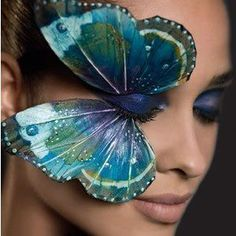There is certainly no doubt that huge variety of make-up allows us to create stunning and unique ideas. All of us love to look different and more attractive. See a beautiful picture of Peacock Eye make-up. Make Up Art, Eye Make Up, Maquillage Halloween, Halloween Makeup, Make Up Gesicht, Butterfly Eyes, Butterfly Makeup, Butterfly Kisses, Papillon Butterfly