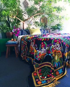 Bohemian Bedroom Decor Ideas - Want to add funky style to your bedroom? Consider making use of bohemian, or boho, design ideas in your next bed room redesign. Deco Boheme Chic, Tree Bed, Boho Dekor, Bohemian Bedroom Decor, Mexican Bedroom Decor, Bohemian Room, Bohemian Living, Bedroom Plants, Boho Diy