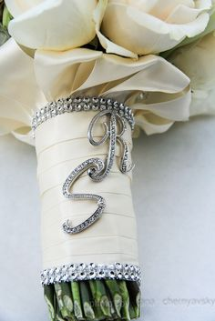 Bouquet handle with initials of the couple
