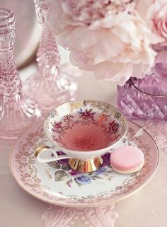 cup of tea good tea drinking tea serving tea Coffee Time, Tea Time, Coffee Cups, Tea Cups, Aesthetic Food, Pink Aesthetic, Glace Fruit, Vintage Tee, Café Chocolate