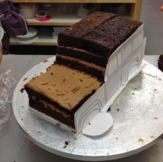 SiliconeMoulds.com Blog: Land Rover Defender Novelty Cake - Caking With Amy.....