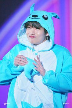 Who is your favorite from BTS, Jimin, V, or Jungkook? Bts Taehyung, Jimin, Bts Bangtan Boy, Namjoon, Bts Aegyo, Foto Bts, Daegu, V Bts Cute, V Bts Wallpaper