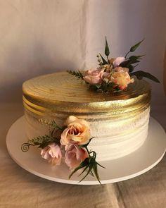 Golden Birthday Cakes, White Birthday Cakes, Birthday Cake With Flowers, Beautiful Birthday Cakes, Lolly Cake, Golden Cake, Strawberry Cream Cakes, White Cakes, Wedding Cake Photos