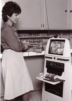 The kitchen robot of tommorow! Stand back and watch an episode of star trek while the robot prepares your food!