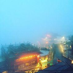 九份 山の上にあるので、風向きで急に濃霧になったり晴れたりする。シャッターチャンスは一瞬。
