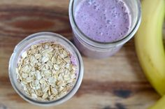 Blueberry banana oatmeal smoothie. A healthy and filling smoothie recipe with only 5 ingredients // JessicaNWood.com