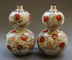 A pair of Japanese imperial Satsuma gourd vases (Japan)