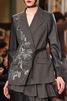 Antonio Marras at Milan Fashion Week Fall 2016 - Details Runway Photos World Of Fashion, New Fashion, Runway Fashion, High Fashion, Fashion Outfits, Womens Fashion, Antonio Marras, Couture Details, Fashion Details