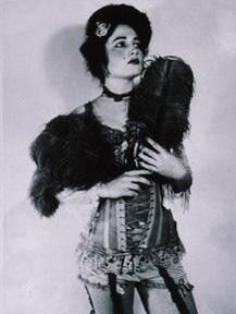 The olden days - victorian prostitute Old Pictures, Old Photos, Vintage Photos, Victorian London, Victorian Era, Saloon Girls, Le Far West, Edwardian Era, Women In History