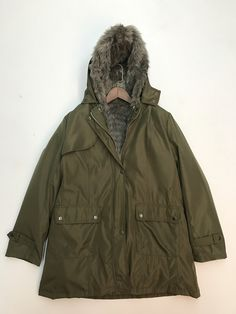 Thicken fur coat can make you warm in freezing winter which detailed with zip front, long sleeve and with hooded.