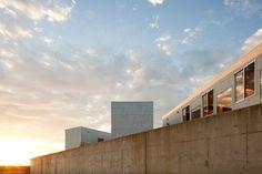 yasutaka yoshimura architects: hostel in kyonan - designboom | architecture