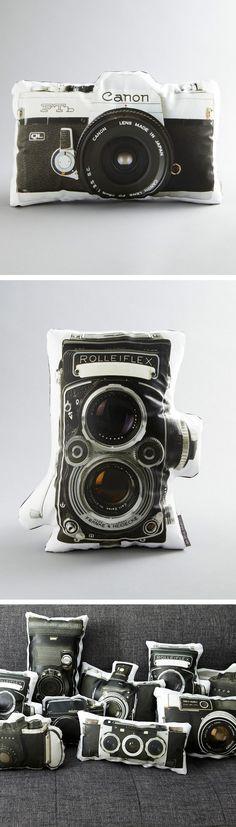 Originales cojines con forma de cámara.  #vintage #retro #fotografías.