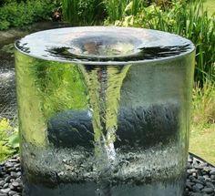 Fuentes-de-jardin-para-jardines-modernos-con-cortina-de-agua Más