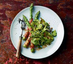 Besonders würzig schmeckt dieses Gericht, wenn man unter die jungen Salatblätter frische Kräuter mischt.