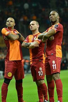 Galatasaray Football Is Life, Just A Game, Sports Clubs, Fight Club, Galaxy Wallpaper, Messi, First Love, Soccer, Liverpool