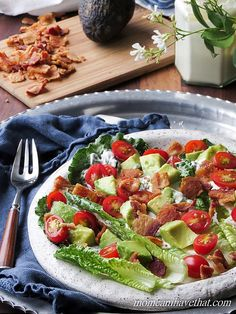 This simple Low Carb BLAT Salad is my favorite Summer sandwich in salad form, complete with mayo dressing. It's just 5 net carbs. Ketogenic Recipes, Low Carb Recipes, Cooking Recipes, Healthy Recipes, Lean Recipes, Free Recipes, Healthy Salads, Soup And Sandwich, Tomato Sandwich