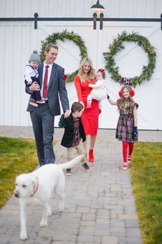 -Christmas Card Photos Christmas Card Photos See it Family Christmas Outfits, Christmas Pictures Outfits, Christmas Games For Family, Family Christmas Pictures, Fall Family, Family Holiday, Family Pictures, Photo Christmas Ornaments, Christmas Photo Cards