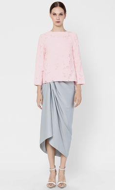 Rose Kurung in Pink and Grey Batik Fashion, Bridesmaid Dresses, Prom Dresses, Traditional Outfits, Pink Grey, Blouse Designs, Kebaya Brokat, Fashion Outfits, Lace