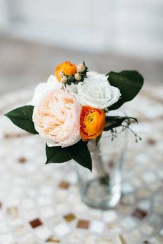 This bride did all her own wedding flowers and they look amazing!! I am so inspired to do my own wedding flowers and save a ton for my budget wedding | DIY Blooms