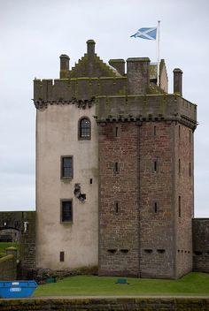 Broughty Castle, Angus, Scotland, oined from Alex Tamez Scotland Castles, Scottish Castles, Tower House, Castle House, Castle Ruins, Medieval Castle, Places To Travel, Places To Visit, England Ireland