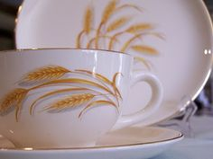 "Golden Wheat dishes that were acquired by buying boxes of ""Duz"" detergent (in the 1950s)."