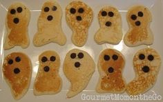 These ghost pancakes are so cute! My girls would have a blast making these. #halloween