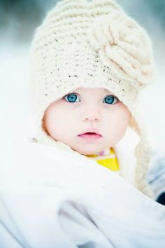 Winter family photos Kallie ball photography @Lyndsay Hart I want to get a close up of Scarlett like this.. those eyes.. hers will be just as gorgeous!