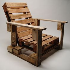 recycled wood pallet into a chair