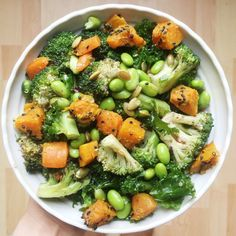 Green Detox Salad with a giger and tahini dressing - Madeleine Shaw - Healthy diet recipes - Healthy Detox, Healthy Snacks, Healthy Eating, Healthy Recipes, Vegan Detox, Healthy Options, Tahini Dressing, Detox Recipes, Salad Recipes