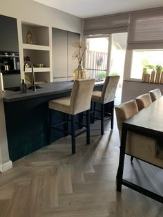 Nuance Interieur - Project Vlaardingen - Hoog ■ Exclusieve woon- en tuin inspiratie. Small Space Interior Design, Interior Design Living Room, Living Room Designs, Geometric Furniture, Luxury Dining Tables, Happy New Home, Home Decor Inspiration, Home And Living, Home Kitchens