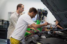 Tja und was unter der Motorhaube passiert, wissen die Automobilmanager - theoretisch und praktisch!